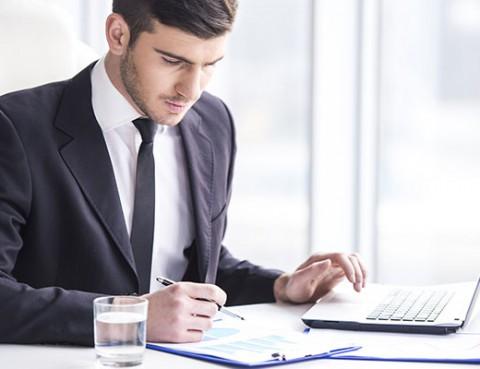 business-man-working_CRO